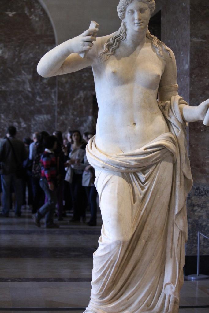 Venus (with crowds in background surrounding the Venus de Milo