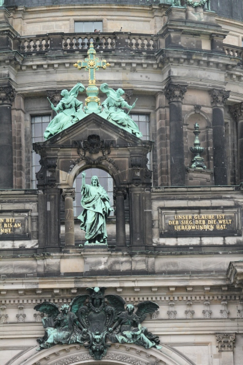 Statue above the entrance to the Berliner Dom