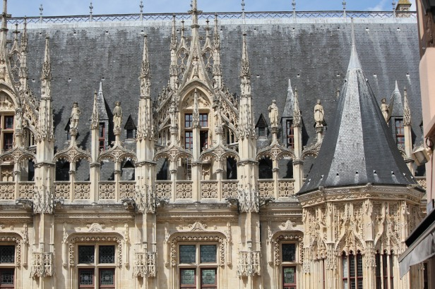 Picture I was taking when I fell in the streets of Rouen