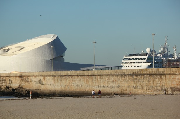 Leixos Beach and port